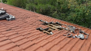 fixing roof tiles Melbourne